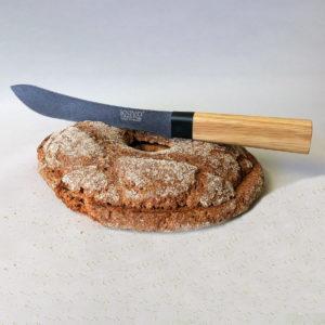 Knivo Paloitteluveitsi KF005861 leivän kanssa