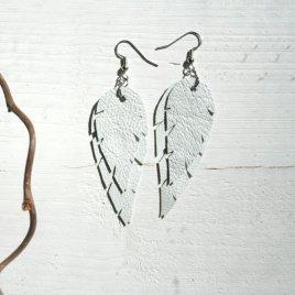 Design Sinivuokko Lehti korvakoru S (valkoinen)