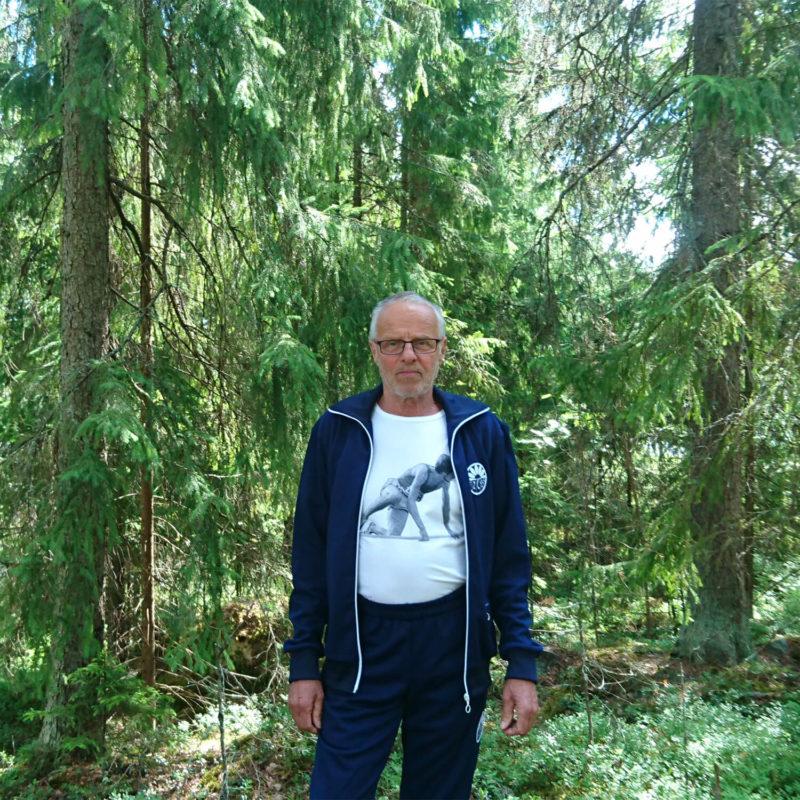 Nousu miesten T-paita Viren päällä