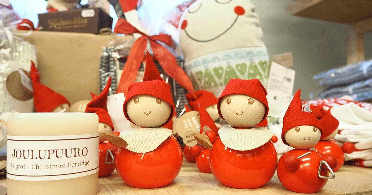 Joulutontut joulupuurolla