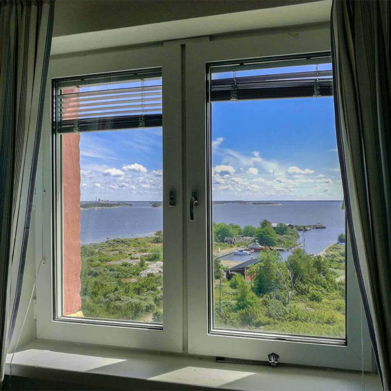 Merinäköala Kylmäpihlajan majakkahotellin ikkunasta