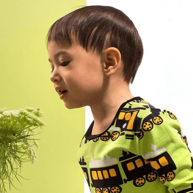 PaaPii Design lasten Uljas paita omena pojalla