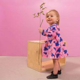 PaaPii Design mekkobody kissankello vaaleanpunainen tytöllä