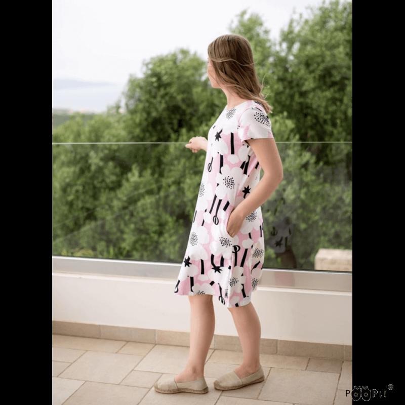 PaaPii Design Sointu mekko Niittyleinikki valkoinen vaaleanpunainen parvekkeella