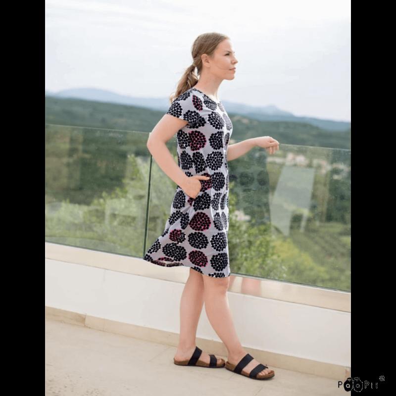 PaaPii Design Sointu mekko Rubus harmaa pinkki parvekkeella