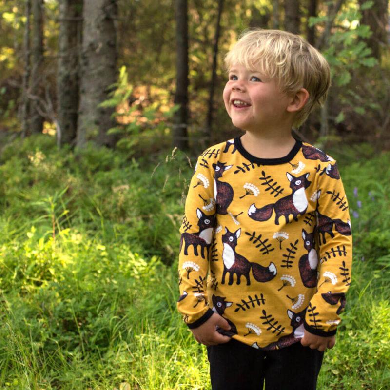 PaaPii Design Uljas lasten paita Nuutti okra-ruoste ulkona 3