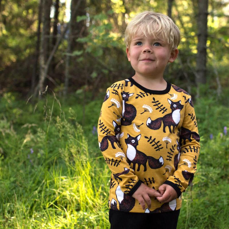 PaaPii Design Uljas lasten paita Nuutti okra ruoste ulkona