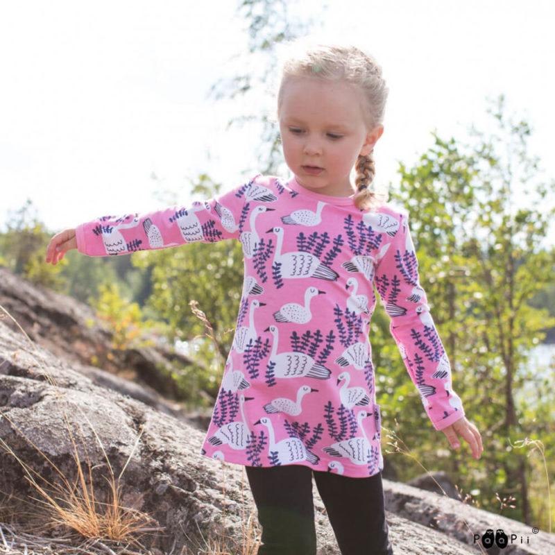 PaaPii Design Vieno tunika Joutsen vaaleanpunainen-mustikka kalliolla