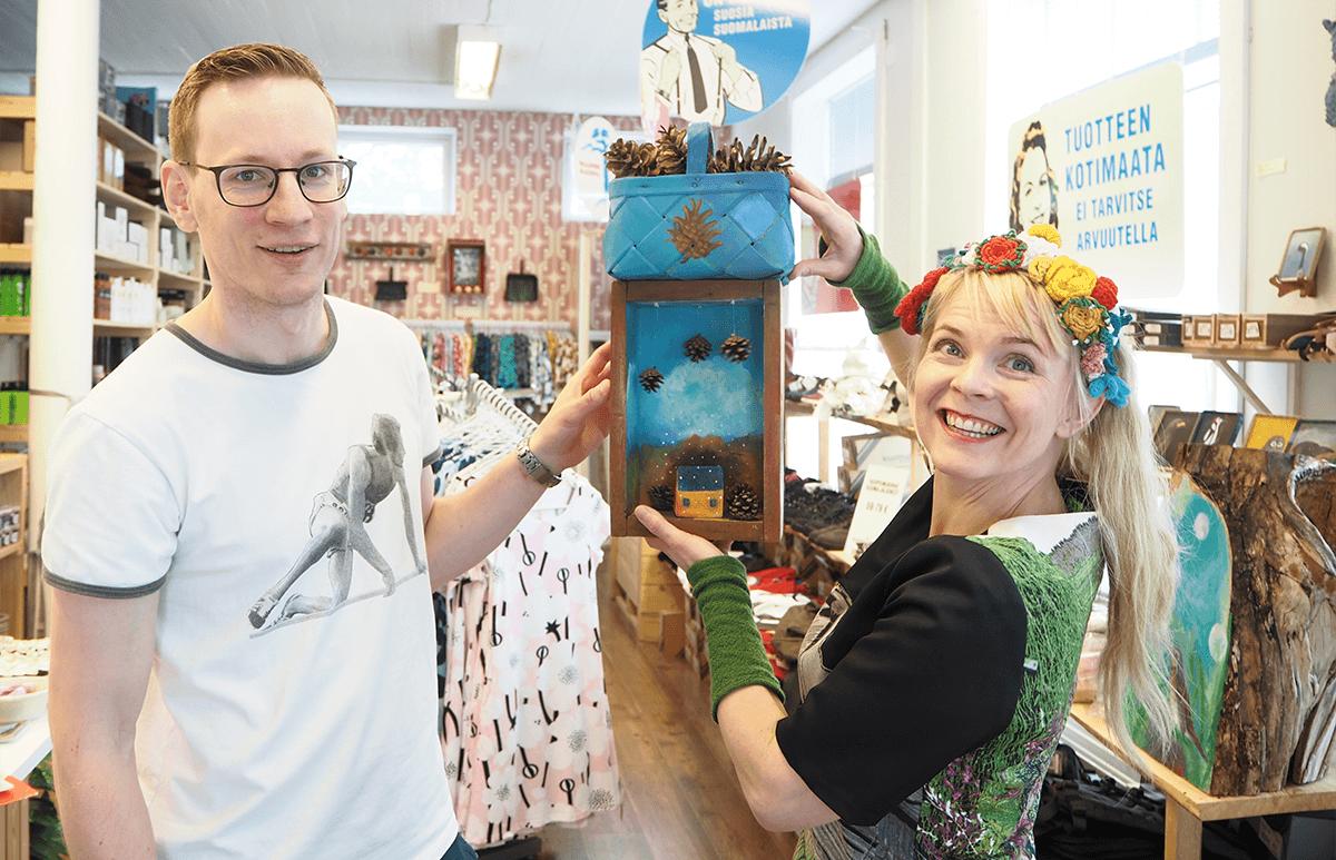 Heli Laaksosen näyttelyn avajaiset kesäkuu 2019