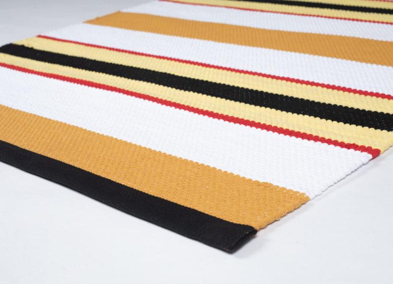 Retromatto raitamatto Dora oranssi-valkoinen-puna-keltainen kulma