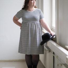 Kanto Design Lilja mekko mustavalko raita