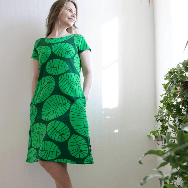 PaaPii Design Sointu mekko Banaaninlehti tummanvihreä