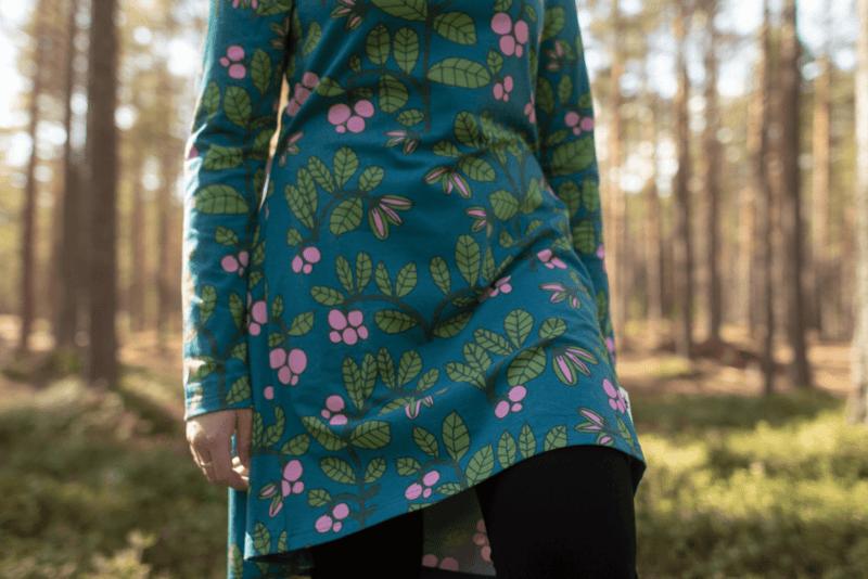 PaaPii Design Heija tunika Puolukkapuu petrooli-metsä 2