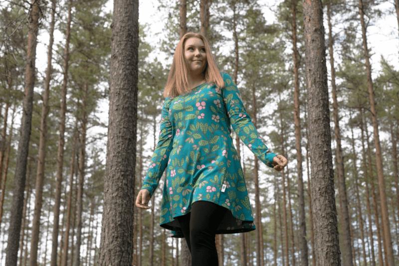 PaaPii Design Heija tunika Puolukkapuu petrooli-metsä 5