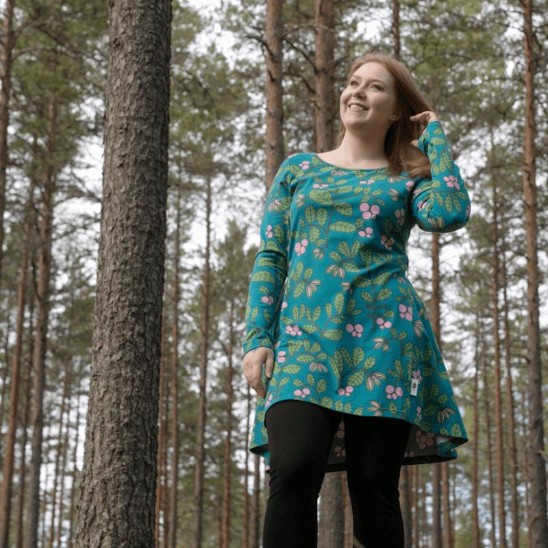 PaaPii Design Heija tunika Puolukkapuu petrooli-metsä 6