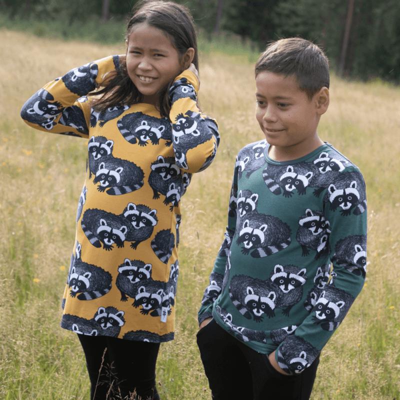 PaaPii Design Nooa paita Pesukarhu tummanvihreä-harmaa ja Nelli tunika Pesukarhu okra-harmaa 1