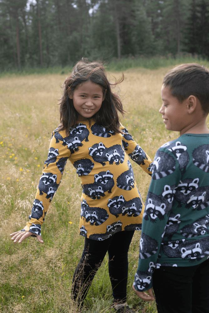 PaaPii Design Nooa paita Pesukarhu tummanvihreä-harmaa ja Nelli tunika Pesukarhu okra-harmaa 4